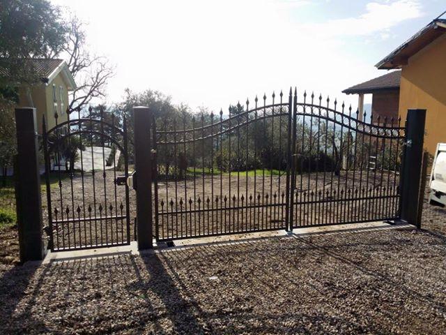 Cancello in ferro battuto fabbro verona artigiana for Foto cancelli in ferro